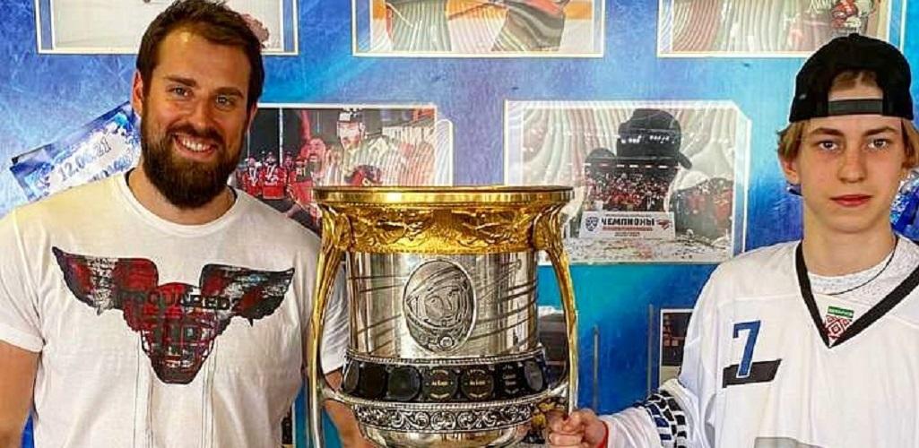 Никита Комаров привез Кубок Гагарина в Новополоцк