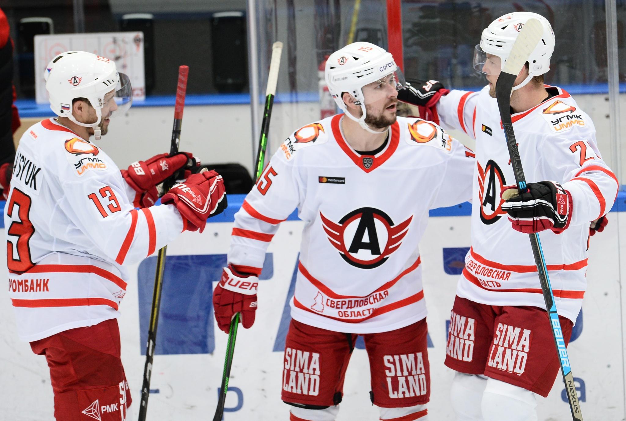 Павел Дацюк, Анатолий Голышев, Питер Холланд. Фото: Григорий Соколов