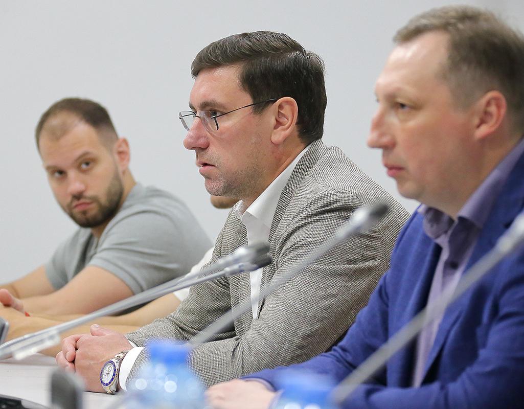 Александр Гуськов (в центре). Фото: Дмитрий Бондаренко.jpg