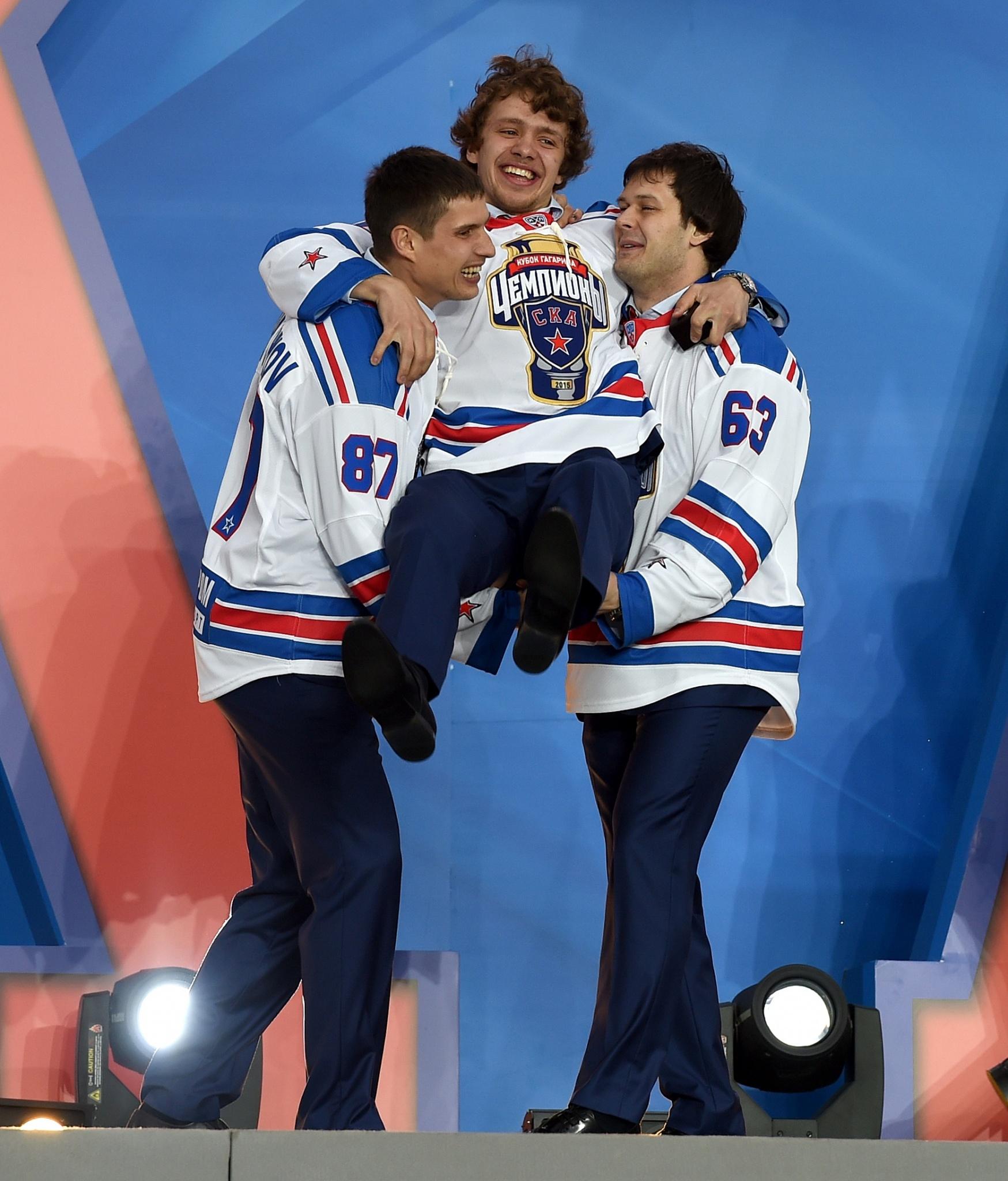 Вадим Шипачев, Артемий Панарин и Евгений Дадонов. Фото: Юрий Кузьмин