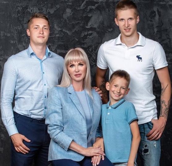 Елена Бердина с сыновьями. Фото: из личного архива